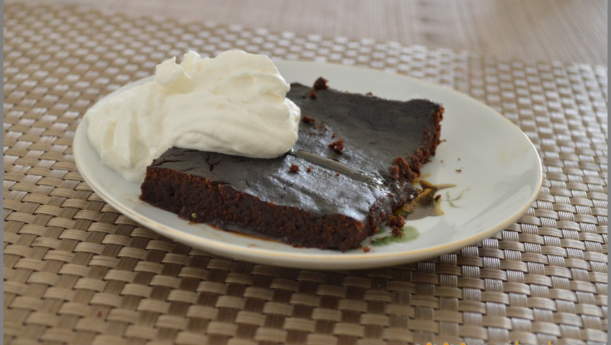 Chocolate tort with coffee