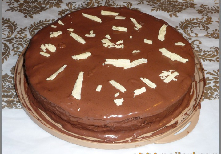 Tort with finiki and nuts