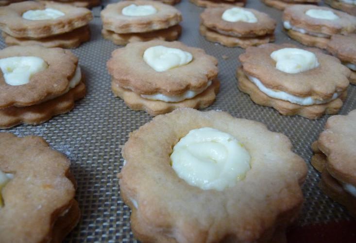 Сливочное печенье с лимонным кремом