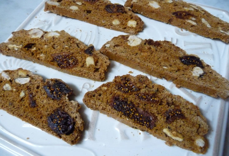 Biscotti nuts with figs