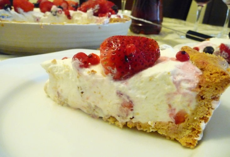 Limon cheesecake with fruit